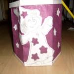 mit lila Seidenpapier (Stroh)